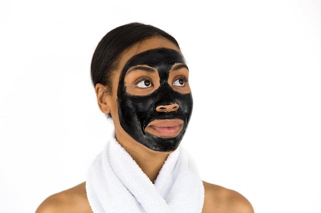černá maska na obličeji